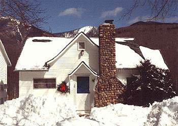 White Mountains Motel Cottage in Winter