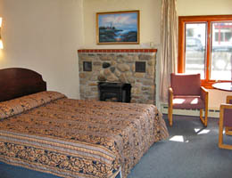 deluxe_motel_room